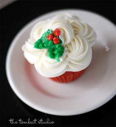 Share this on WhatsAppLooking for some cute and adorable Christmas cupcakes? You're at the right place. Indulge yourself and drool over these sumptuous cupcakes for [. Christmas Cupcakes Decoration, Holiday Cupcakes, Holiday Treats, Holiday Recipes, Winter Cupcakes, Thanksgiving Cupcakes, Halloween Cupcakes, Cupcake Recipes, Cupcake Cakes