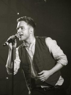 Love this! Love seeing Olly perform live