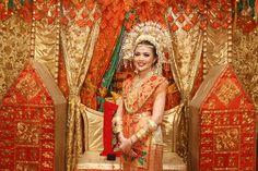 Traditional yet Colourful Minang Wedding - dhinda-MB-1