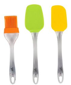 Fold cake batter, spread icing and baste meats with this stylish utensil set. Boasting a durable silicone and acrylic construction, these kitchen accessories are perfect for preparing delicious cuisine without damaging cookware.