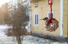 hemgjord fågelmat Fika, Christmas Ornaments, Holiday Decor, Home Decor, Decoration Home, Room Decor, Christmas Jewelry, Interior Design, Christmas Decorations