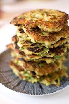 Vegetariska broccolifritters med zucchini Zucchini, Quiche, Broccoli, A Food, Vegetarian Recipes, Breakfast, Dinner Ideas, God, Morning Coffee