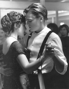 Jack & Rose (Kate Winslet & Leonardo DiCaprio in Titanic) Film Titanic, Kate Titanic, Titanic Movie Scenes, Titanic Art, Titanic Kate Winslet, Bon Film, Film Serie, Great Movies, Movies Showing