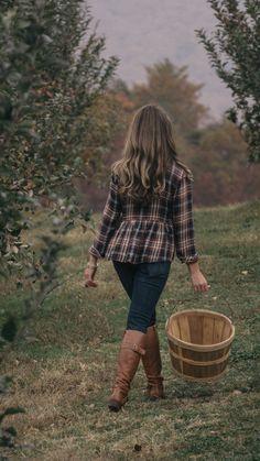 Apple Orchard Photography and Women's Fall Fashion Source by SaraSetzerFelt fashion night out Fashion Night, Boho Fashion, Womens Fashion, Fashion Shoes, Fashion Outfits, Teen Fashion, Weekend Fashion, Fashion Jewelry, Fashion Skirts