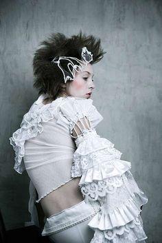 Wiry Headwear - '3 Queens' by Dominik Smialowski is Awash in Winter White (GALLERY)