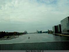 De ruta por Copenhague, uno de los muchos puentes sobre un gran canal de los que cruzamos
