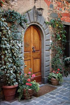 Couldn't you just stay here forever if this was your front door on your dream vacation in Rome, Italy? #monogramsvacation