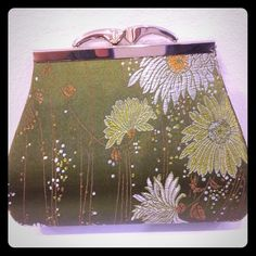 Classic floral bag Beautiful embroidered green floral little party bag. Classic! Can be a clutch or as hangbag with a short chain. Bags