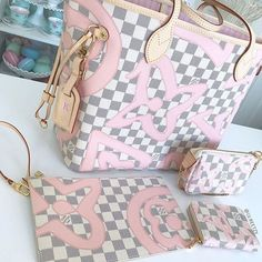 [Louis Vuitton Collection 75]  Everything Tahitienne   Owner: Kelly Anne (group member)   .  -----------------------  Follow us to get your daily dose of Louis Vuitton!