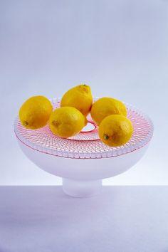 Contrastes de matières pour Bloom, cet élégant projet du designer japonais Jun Murakoshi, diplômé en design produit au Royal College of Art de Londres. Des fils de couleurs sont tendus sur des cont…