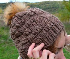 Comprar online para chica de lana en tostado con pompón piel