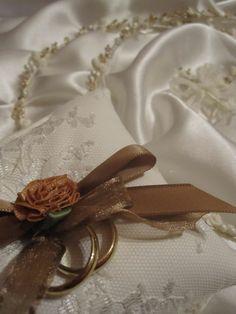 χειροποίητο μαξιλάρι για βέρες γάμου
