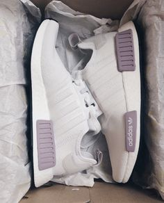Adidas - 30 fashionable casual shoes for ladies 43 Crazy Shoes, New Shoes, Me Too Shoes, Flat Shoes, Sneakers Mode, Sneakers Fashion, Shoes Sneakers, Shoes Addidas, Adidas Sneakers