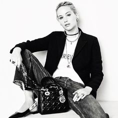Jennifer Lawrence correspond to her style as a young woman of today. Here are some visuals of Jennifer Lawrence For Dior Fall 2017 Campaign to inspire you. Brigitte Lacombe, It Bag, Lady Dior, Dior Fall 2017, Autumn 2017, Marie Claire, Jennifer Lawrence Pics, Lawrence Photos, Fashion Tips For Women