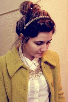 Tiara de Pedrinhas  praticidade em penteados, a tiarinha sempre ali pra te ajudar a fazer um look diferente.  adoramos!