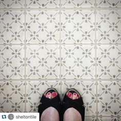 #Repost @sheltontile ・・・ Happy #FloorTileFriday! Stonepeak - Palazzo - Grey Bloom Deco #ihaveathingwithtiles #ihaveathingwithfloors #floortiles #shoefie #interiordesign #shoplocalinthetricities #shopsmall #johnsoncitytn