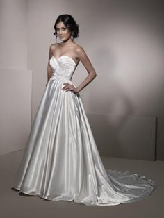 2012 Style A-line Sweetheart  Hand-Made Flower Sleeveless Sweep / Brush Train Organza White Wedding Dress For Brides