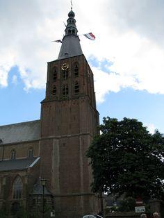 De Sint-Petrusbasiliek te Boxtel is een laatgotische kruiskerk die gebouwd is in de 15e en 16e eeuw. De kerk is gebouwd op een kerkheuvel, wat een kunstmatig opgeworpen heuvel is. Deze was oorspronkelijk eigendom van de Heer van Boxtel. De kunstmatige heuvel was nodig omdat het gebied, waarop de kerk gebouwd werd, te moerassig was door haar ligging nabij de Dommel.