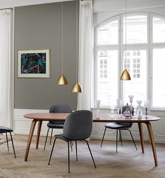 Dining table Elipse. L: 230 cm In walnut, oak & black stained ash 2.082 euro