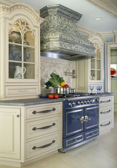 Looking for French Country Kitchen ideas? Browse French Country Kitchen images for decor, layout, furniture, and storage inspiration from HGTV. Dream Kitchen, Cool Kitchens, French Country Kitchen, Kitchen Remodel, Luxury Kitchen, Country Kitchen Designs, Home Kitchens, French Country Kitchens, Luxury Kitchen Design