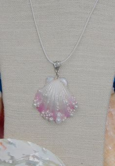 Mermaid Seashell Airbrushed Pearls Pendant Necklace. by Luxembears