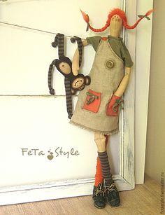 Купить или заказать Кукла Тильда Пеппи Длинныйчулок и обезьянка в интернет-магазине на Ярмарке Мастеров. Кукла Пеппи Длинныйчулок Смешная, рыжая девчонка. Щедрая, добрая фантазёрка с невиданной силой. Она живет в своем мире, в особом мире справедливости и счастья на вилле Виллекулла, что значит вилла 'Вверхтормашками' или 'Домвверхдном' с маленькой обезьянкой по имени господин Нильссон... Пеппи – смешная подружка, Выдумщица, фантазерка, Капельки солнца – веснушки, Волосы цвета морковки…