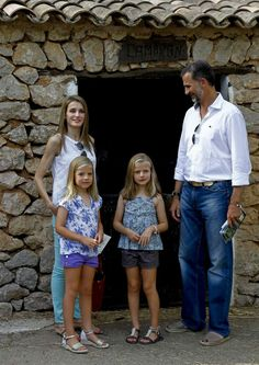 Prince Felipe and Princess Letizia visited 'La Granja' (Big Historical Mansion) with their daughters Infanta Leonor and İnfanta Sofia