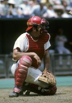 Cincinnati Reds catcher Johnny Bench in action during the 1971 season at Crosley Field. - photos on Cincinnati Reds Baseball, Baseball Star, Sports Baseball, Baseball Players, Basketball, Baseball Cards, Pittsburgh Steelers, Dallas Cowboys, Mlb Reds