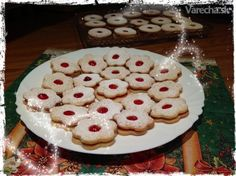 Mačacie oči (Linecké kolieska) Cookies, Sweet, Desserts, Crack Crackers, Candy, Tailgate Desserts, Deserts, Biscuits, Postres