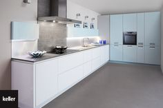 Afwerking Witte Keuken : Strakke witte keuken met blauwe afwerking vasco keukens