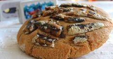 JOSE GOURMET Broa de milho com sardinha Uma receita muito antiga que eu me lembro de a minha avó fazer com sardinha fresca pescada ... Mole, Tapas, Fresca, Bread, Millet Flour, Picnics, Bon Appetit, Kitchen, Gourmet