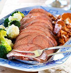 Elgstek med viltsaus Norwegian Christmas, Norwegian Food, Norway, Steak, Food Porn, Pork, Beef, Homemade, Chicken