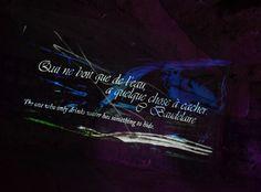 Na/Da et Reno ont fondé VSRK en 2006 sur deux modes d'expression, la vidéo et la peinture sur rétroprojecteur, improvisées en temps réel.
