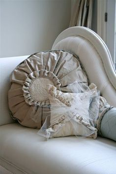 pillows: another treatment for a round pillow form