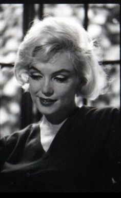 Hello and Welcome to the Marilyn Monroe Fan Site. Take a peek through the fine collection of Marilyn Monroe videos, photographs and gifs. Hollywood Hills, Old Hollywood, Marilyn Monroe Gif, Beloved Movie, Baseball Star, Actor Studio, Joe Dimaggio, Life Magazine, Film Photography