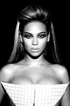Beyonce in her 'Sasha Fierce' teased crown, half-up half-down look #beyonce #hair