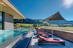 Pool, Sonnenliegen, Hotel Monika