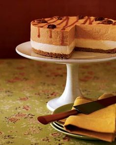 Prepare Layered Pumpkin Cheesecake Dessert for your holiday party at Woman's Day. It is the perfect dessert for holidays. Brownie Desserts, Oreo Dessert, Mini Desserts, Coconut Dessert, Cheesecake Desserts, Pumpkin Dessert, Just Desserts, Delicious Desserts, Dessert Recipes