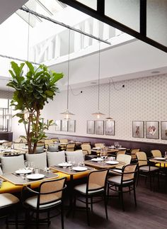 """Manger"" restaurant Paris by Marie Deroudhile Design Bar Restaurant, Restaurant Hotel, Restaurants In Paris, Bar Interior, Interior Exterior, Commercial Interior Design, Commercial Interiors, Cafe Bistro, My Home Design"
