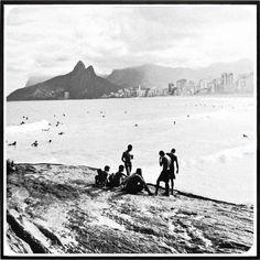 RIO DE JANEIRO MENINOS NA PRAIA DO ARPOADOR 331