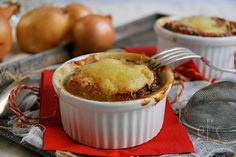 Still a great classic of French cuisine that I had never tested at home. Given the time that we have this weekend, this French onion soup au gratin was quite appropriate. This is a dish that is frankly not difficult to achieve, but which requires a bit of time and ingredients if we want it...  Read more »