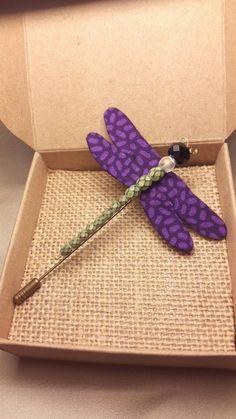 Mira este artículo en mi tienda de Etsy: https://www.etsy.com/es/listing/260051682/handmade-dragonfly-brooch-purple-fabric
