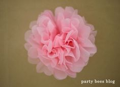 DIY kiddie party idea 22 お花紙でつくるフラワーバリエーション♪ | おうちでキッズパーティしよう♪kids party creater MOMMYがお届け《party bees blog》 Diy Kiddie Party Ideas, Cute Crafts, Diy And Crafts, Butterfly Birthday Party, Ideas Para Fiestas, Birthday Design, Girl Shower, Flower Making, Paper Flowers