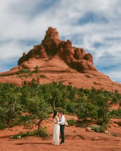 Bell Rock is an amazing place to Elope!    Jane in the Woods Sedona Wedding Photographer