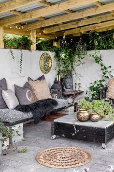 May Sissel's Moody, Eclectic Boho Home Outdoor Rooms, Outdoor Living, Outside Living, Outdoor Decor, Outdoor Areas, Bohemian Patio, Backyard Patio Designs, Patio Ideas, Garden Seating