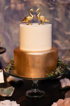 Love this gold and white wedding #cake! The gold geese as a cake topper are darling too. Melissa Kelsey Photography Metallic Cake, Metallic Wedding Cakes, Cool Wedding Cakes, Wedding Desserts, Wedding Cake Toppers, Gold And White Cake, Gold Cake, Bronze Wedding, Wedding Gold