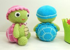 Tommy and Tammy Tortoise - Amigurumi Crochet Pattern Available in English or French* With a warm hat, a cozy shell and their favorite toy tortoises in tow, Tommy and Tammy often head off on grand adventures for days at a time. Due to their slow pace they never manage to get very far