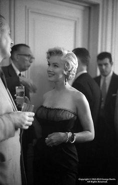 Iconic+Photos+of+Marilyn+Monroe+by+George+Barris+(11).jpg (344×540)