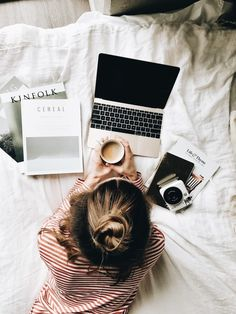 These books will take you from your front door to the beach and back! The post 6 Books To Take With You On The Plane appeared first on Career Girl Daily. Flat Lay Photography, Photography Branding, Lifestyle Photography, Photography Poses, Amazing Photography, Lifestyle Blog, Fotografie Branding, Diy Academy, Jolie Photo