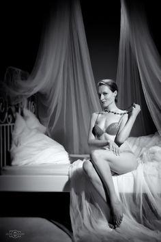 Sesja sensualna z Magdą w Studio Zygzak. http://uslugifotograficzne.pl http://fototematycznie.flog.pl http://www.fototematycznie.maxmodels.pl
